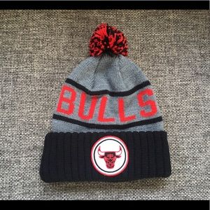 Chicago Bulls beanie with pom Mitchell and Ness